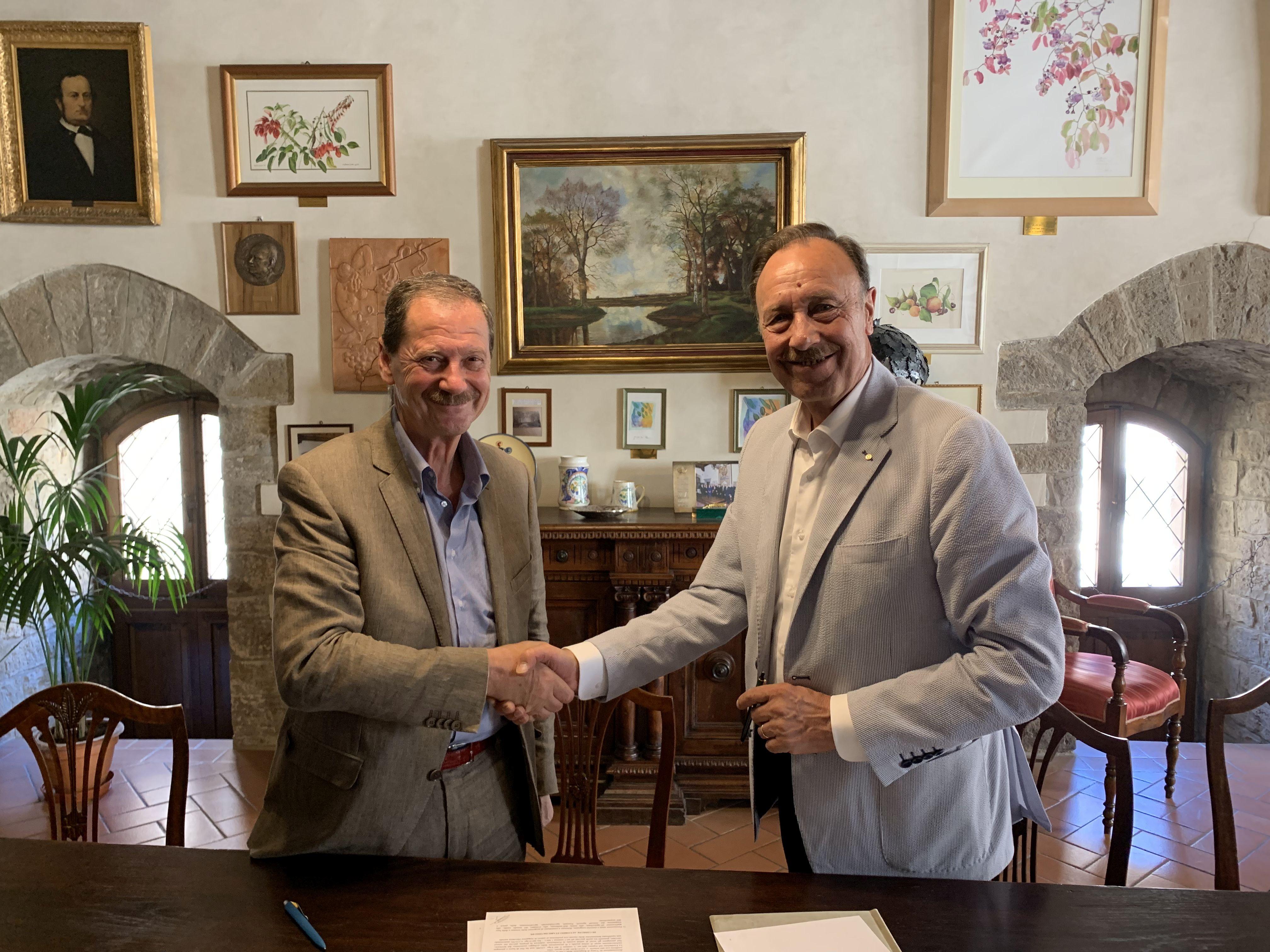 Il Presidente dell'Accademia dei Georgofili Massimo Vincenzini e il Presidente della Fondazione Cassa di Risparmio di Volterra Roberto Pepi